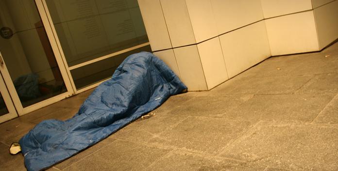 A Catalunya unes 37.000 persones tenen greus problemes d'allotjament, de les quals més d'11.500 no tenen llar. El TS acaba de sentenciar que les entitats, com Arrels, no puguin rebre subvencions a càrrec del 0,7% de la declaració de la renda.