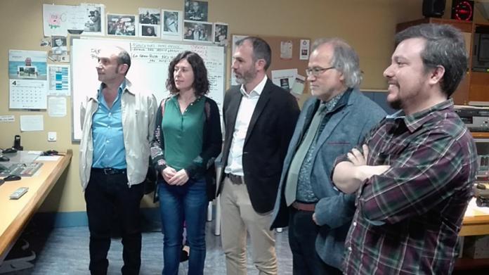 Andreu Manresa, director general d'IB3 (segon per la dreta), amb membres del seu equip