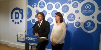 Toni Castellà i Assumpció LaiÏla en roda de premsa   Demòcrates