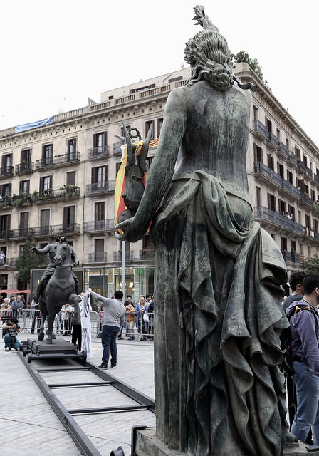Les estàtues franquistes davant del Born | Aj. Barcelona