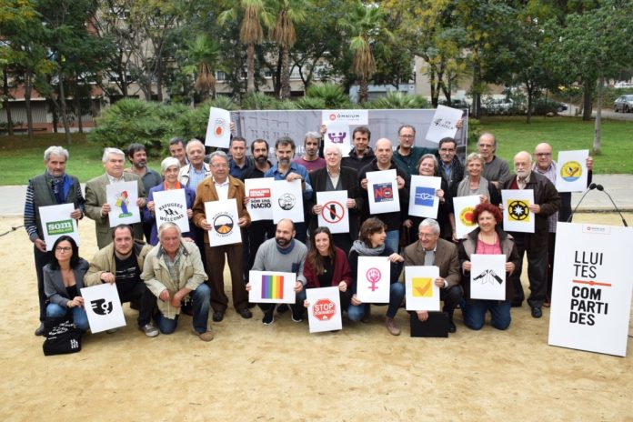 Foto de família de la presentació de la campanya `Lluites compartides'