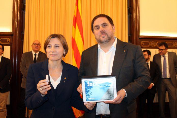 Junqueres entrega els pressupostos a la Presidenta del Parlament   Parlament de Catalunya