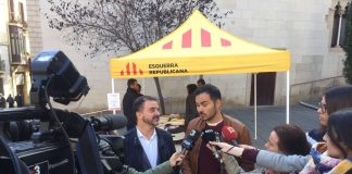 Alfred Bosch i Robert Fabregat atenent la premsa durant la matinal de parades informatives | ERC Barcelona