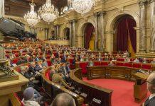 Els diputats votant la llei sobre dret a l'habitatge   Parlament de Catalunya