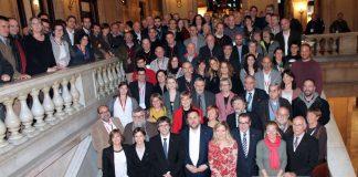 Alcaldes, regidors i veïns de la nova vegueria del Penedès amb els presidents Puigdemont i Forcadell, els consellers Junqueras, Jané i Borràs i diputats de la ponència a l'escalinata del palau   Parlament de Catalunya