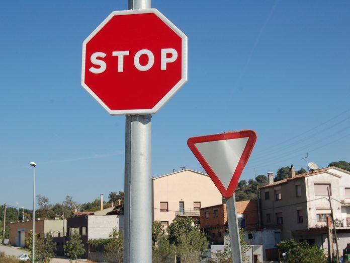 Senyal de trànsit   Circula Seburo (Sota llicència CC 2.0 - https://creativecommons.org/licenses/by/2.0/)