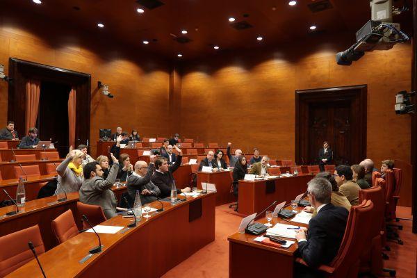 Els diputats votant a la Diputació Permanent sobre la presentació del recurs | Parlament de Catalunya