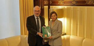 El síndic de greuges lliura a la presidenta l'informe anual del Mecanisme Català per a la Prevenció de la Tortura | Parlament de Catalunya