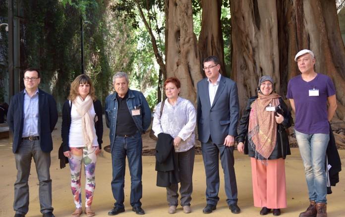 La família de Guillem Agulló al pati de les Corts