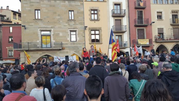 Concentració dels manifestant a la Plaça Major de Vic (Fotografia: ANC Osona)