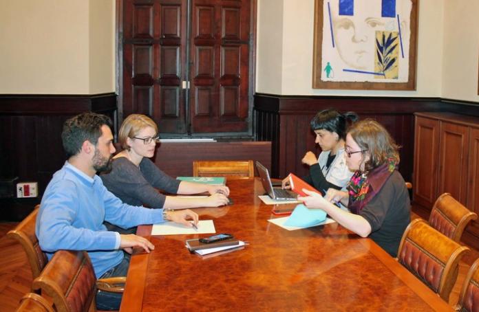 Maria Senserrich i Roger Torrent (JxSí) amb Anna Gabriel i Eulàlia Reguant (CUP), a la constitució de la Ponència conjunta de l'Administració Tributària catalana