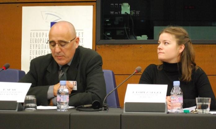 Ferran Suay durant la seva intervenció davant la Comissió de l'Intergrup de Minories Tradicionals, Comunitats Nacionals i Llengües, del Parlament Europeu, per tal d'explicar la situació lingüística al País Valencià
