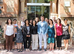 El conseller Antoni Comín amb les entitats que donen suport al nou protocol