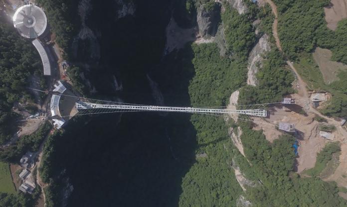 Imatge del pont de vidre
