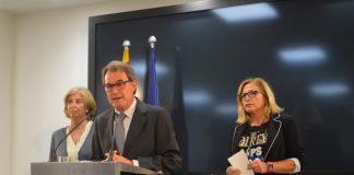 Artur Mas flanquejat per Irene Rigau i Joana Ortega