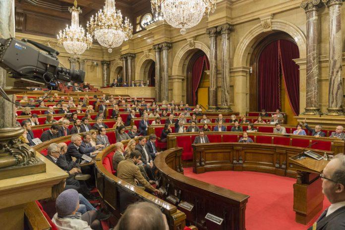 Els diputats votant la llei sobre dret a l'habitatge | Parlament de Catalunya