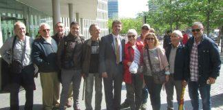 Militants de Solidaritat Catalana donant suport a Hèctor López Bofill a l'entrada de la Ciutat de la Justícia | SI