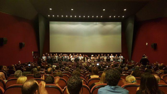 La sala del cinema Aribau Club plena en el moment de la presentació de la preestrena | CADCI