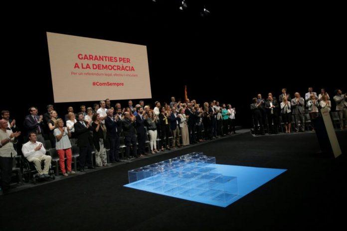 Moment de l'acte Garanties pel Referèndum