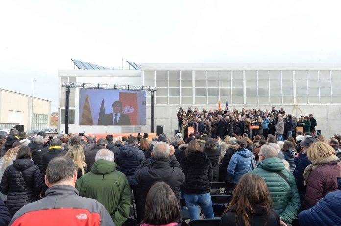 Moment de l'acte de presentació de la candidatura de Junts per Catalunya amb el President Puigdemont intervenint des de Brussel·les | Junts per Catalunya