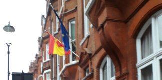 Acció del CDR de Londres al Consolat d'Espanya durant la jornada de reflexió del 21D | CDR Londres