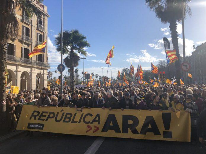 Moment de la manifestació per un govern que implementi la República | Assemblea Nacional Catalana