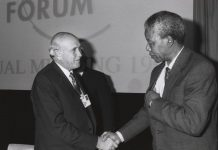 Frederik Willem de Klerk i Nelson Mandela al Fòrum Econòmic de Davos, 1992 | World Economic Forum (www.weforum.org)
