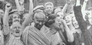 Gandhi amb treballadors del tèxtil a Darwen, Lancashire, 26 de setembre de 1931