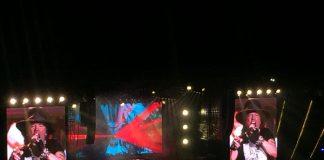 Axl Rose a l'estadi Lluís Companys durant la matinada d'anit | Instantània cedida per la fotògrafa Carla Font (@C___Moi)