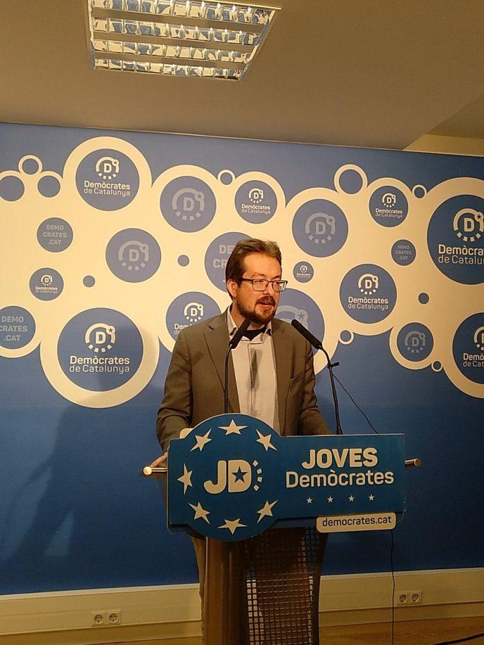 Jordi Planas, portaveu de Joves Demòcrates, presentant la campanya | Foto: Marc Carrera