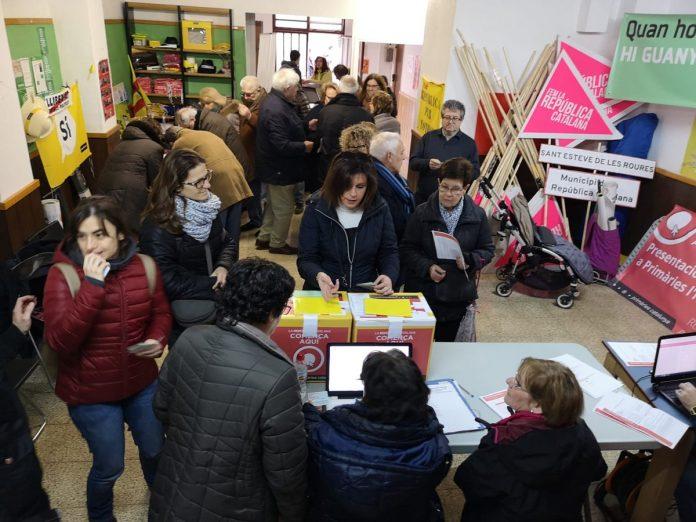 Moment de la jornada de votació a les Primàries de l'Hospitalet | Primàries L'Hospitalet