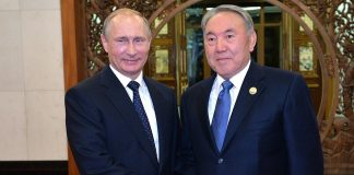Encaixada de mans entre Putin i Nazarbayev   Kremlin