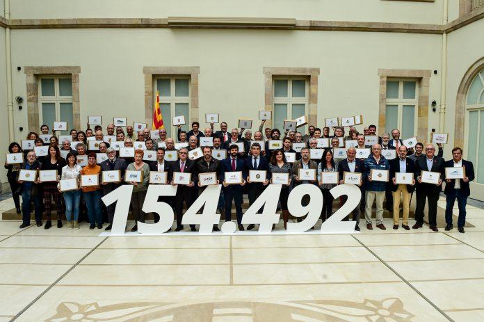 Fotografia de grup un cop validades les signatures de l'ILP per una nova Llei de l'Esport | UFEC