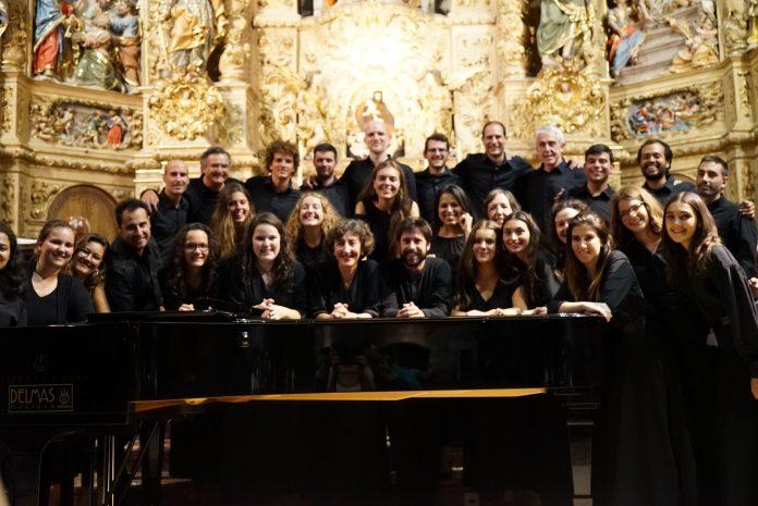 El Cor Jove dels Països Catalans a Sant Pere de Prada, l'agost de 2018. Francesc Valldecabres al centre de la fila superior.