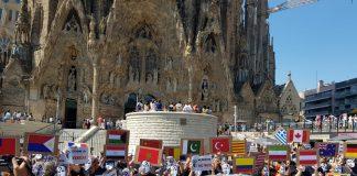 Moment de la concentració davant de la Sagrada Família