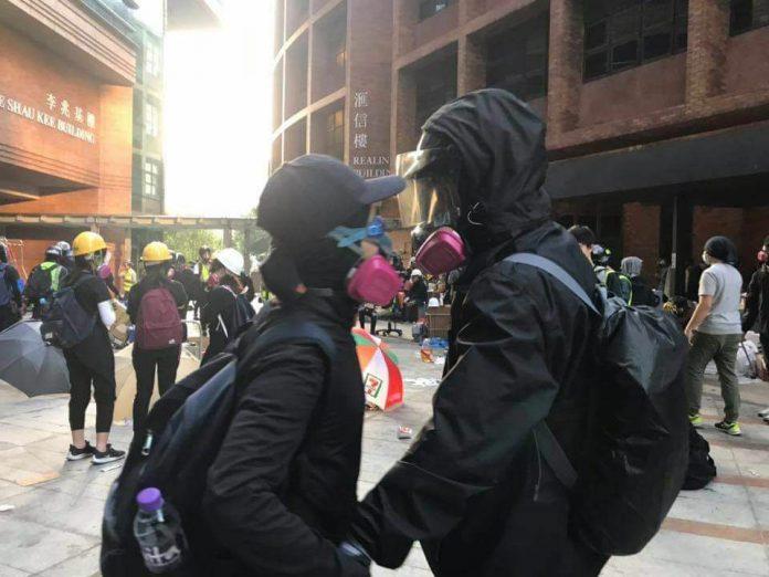 Dos manifestants amb màscara a Hong Kong | Font: 90sfoto